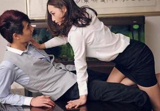 Chồng thường xuyên nói xấu 'rau sạch công sở' của mình để che giấu ngoại tình
