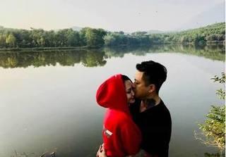 Kỉ niệm 4 năm ngày cưới, Tuấn Hưng thề yêu vợ 'hết nấc'