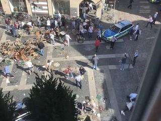 Nóng: Xe bán tải lao vào đám đông ở Đức, hơn 30 người thương vong, tài xế tự sát