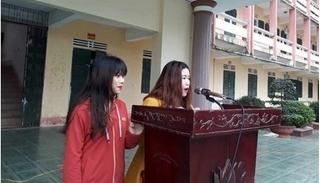 Rủ em chồng đi đánh ghen nữ sinh, hai chị em phải công khai xin lỗi trước toàn trường