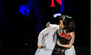 Mỹ Tâm và những nụ hôn bất ngờ trên sân khấu
