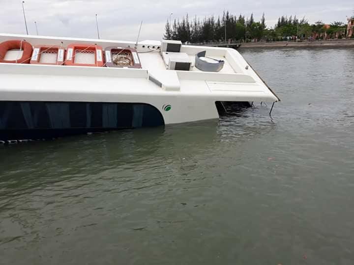 Chìm tàu cao tốc Cần Giờ, hơn 40 người thoát nạn