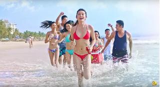 Bỏng mắt với ngoại hình tươi tắn của Á hậu Huyền My tại bãi biển