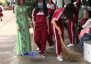 """Học sinh tố cáo thầy giáo giảng bài """"thô tục"""" bị phạt quét rác"""