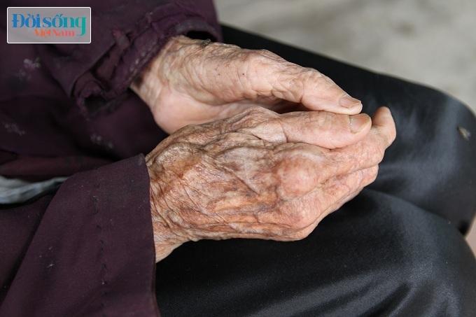 Cụ bà 94 tuổi và câu chuyện cảm động 10 năm không có một giấc ngủ ngon6