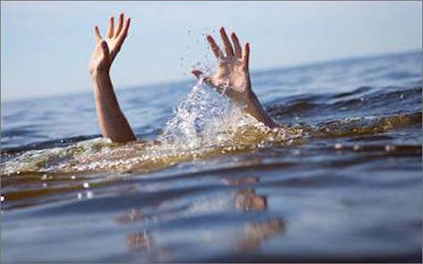 Ra biển chơi hai nữ sinh lớp 10 bị sóng cuốn tử vong