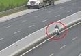 Phạt tiền, tước bằng người phụ nữ phóng xe máy ngược chiều trên cao tốc Hà Nội - Hải Phòng
