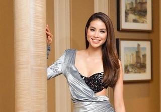 Cận cảnh bộ đồ hở hang khiến truyền hình Indonesia che mờ vòng 1 của Phạm Hương