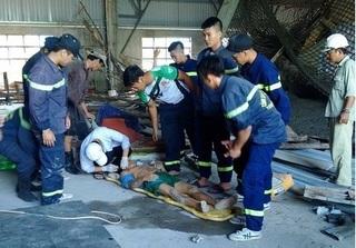 Sập giàn giáo ở Đà Nẵng, 10 công nhân rơi từ trên cao xuống đất