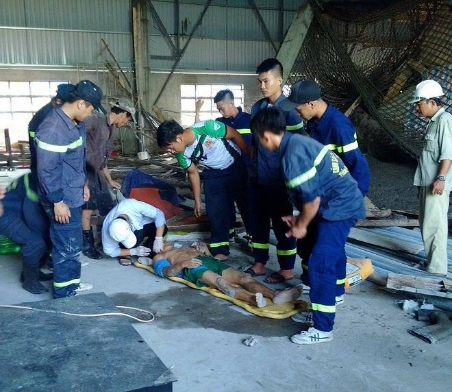 Sập giàn giáo ở Đà Nẵng, 10 công nhân mắc kẹt trong đống đổ nát