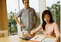 Lương chồng, lương vợ, gia đình bạn quản lý thế nào?