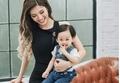 Con trai 2 tuổi của Phan Hoàng Thu làm bánh trôi, bánh chay tặng mẹ Tết Hàn thực