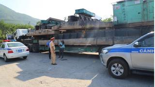 """Thêm 2 xe chở hàng """"khủng"""" lọt nhiều chốt CSGT bị phạt tại Huế"""