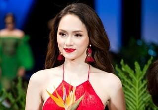 Vedette Hương Giang quyến rũ, diện guốc cà kheo 25 cm điệu nghệ