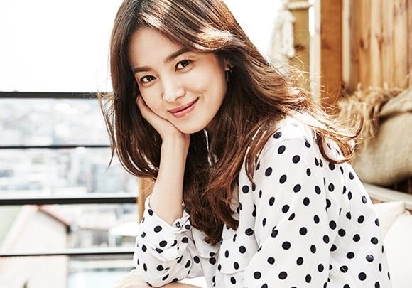 Song Hye Kyo từng bị quản lý cũ dọa tạt a xít và tống tiền hàng tỉ đồng