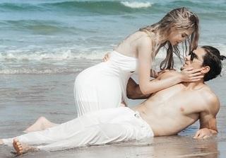 Chủ nhân 'Tuyệt tình cốc' gây sốt với bộ ảnh ngọt ngào của 'đôi tình nhân' bên bờ biển Đà Nẵng