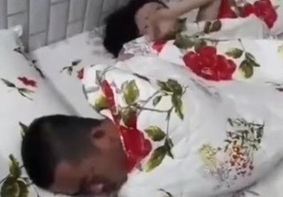 Vợ đau đớn livestream cảnh ngoại tình, chồng thản nhiên ngủ tiếp với bồ