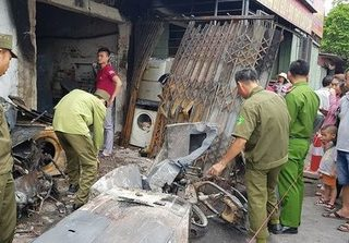 Vụ ba mẹ con chết cháy ở Nam Định: Thấy cảnh tượng kinh hoàng, người chồng đã ngất xỉu