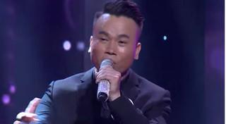 Tài xế taxi  hát 'ngọt như mía lùi' khiến Việt Hương phấn khích