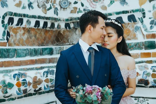 Yêu từ cái nhìn đầu tiên, chàng cưa đổ và hỏi cưới nàng sau 30 ngày10