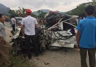 Bắc Kạn: Hai ô tô đấu đầu, 3 người thương vong