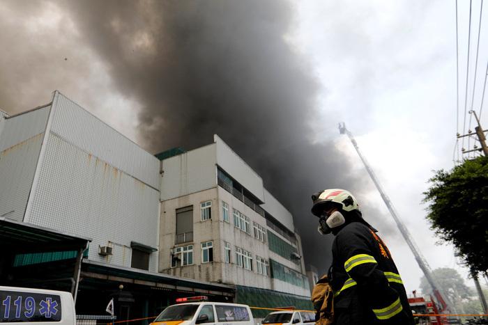 Nhà máy Đài Loan cháy lớn, nhiều lao động Việt đang làm việc