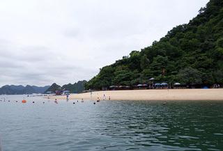 Nữ du khách Hà Nội bị đuối nước khi tắm biển ở Hạ Long
