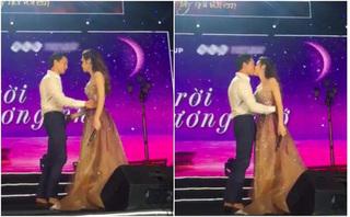 Kim Lý và Hồ Ngọc Hà hôn nhau say đắm trên sân khấu
