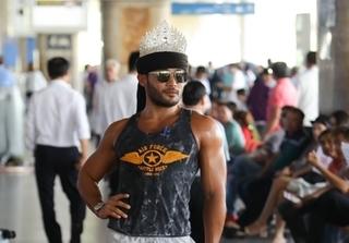 Đội vương miện catwalk ở sân bay Tân Sơn Nhất, Sinon Loresca khiến fan náo loạn