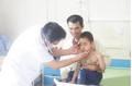 Tiêm thuốc trị ho ở phòng khám tư nhân, bé trai 5 tuổi đột nhiên mọc lông kín mặt