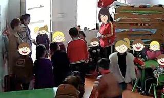 Giáo viên mầm non bắt các học sinh nữ nhổ nước bọt vào mặt cậu bạn cùng lớp