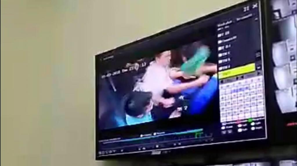 Mâu thuẫn trong thang máy, cư dân mang dao đuổi chém nhau 3 người bị thương