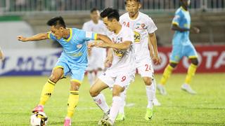 Trận tài bắt trận HAGL- Khánh Hòa nhận 'gạch đá' từ người hâm mộ