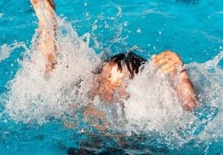 Rủ nhau xuống ao tắm, hai bé trai đuối nước thương tâm