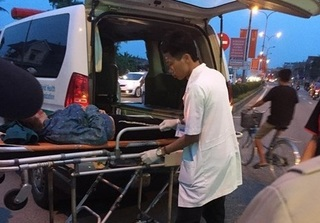 Nghệ An: 2 xe máy cùng chiều tông nhau, 3 người bị thương nặng