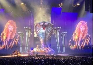 Sân khấu khủng trong tour diễn của Taylor Swift: rắn to, rắn nhỏ, rắn khắp mọi nơi