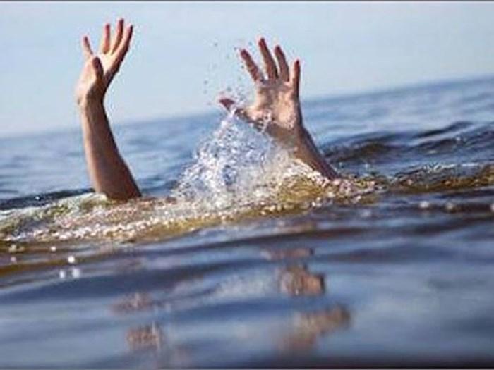Cứu bạn trượt chân xuống hồ 4 học sinh đuối nước tử vong