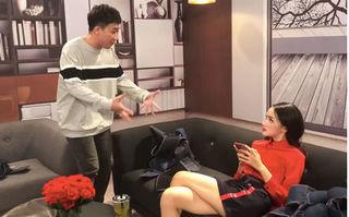 Bắt chước cô giáo Tiếng Anh, Trấn Thành đòi Hương Giang nộp 100K