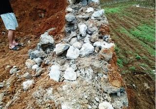 Cao Phong (Hòa Bình): Nghi vấn công trình sân vận động xã Đông Phong bị 'rút ruột'
