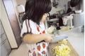 Người mẹ ung thư kiên trì dạy con 4 tuổi tự nấu ăn và làm việc nhà mỗi ngày