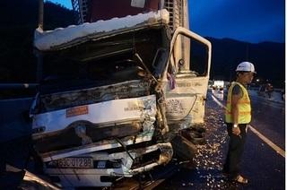 Xe tải mất thắng gây tai nạn liên hoàn, hầm Hải Vân kẹt cứng nhiều giờ