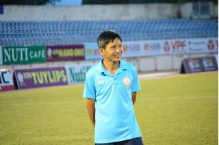HLV Khánh Hòa lên tiếng xin lỗi vì các học trò chơi bóng thô bạo với cầu thủ HAGL