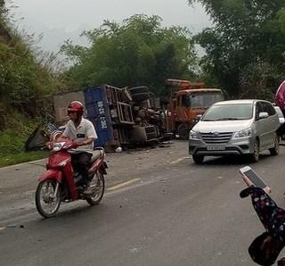 Hòa Bình: Tai nạn liên hoàn ở Dốc Cun, hàng chục người thương vong