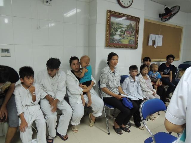 khám miễn phí cho trẻ em ở khoa nhi bệnh viện việt đức