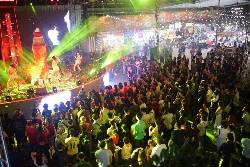 Phố Hàng nóng với 100 gian hàng thách thức giới trẻ Đà Nẵng