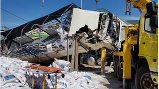 Xe tải mất lái gây tai nạn thảm khốc, ít nhất 5 người tử vong