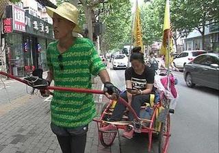 Kéo xe đưa bạn gái đi quãng đường 2 nghìn km để cầu hôn