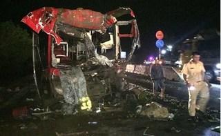 Ninh Thuận: Xe khách tông đuôi container, 12 người bị thương nặng