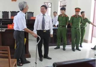 Thẩm phán 'không thấy áp lực' khi giảm án cho Nguyễn Khắc Thủy dâm ô