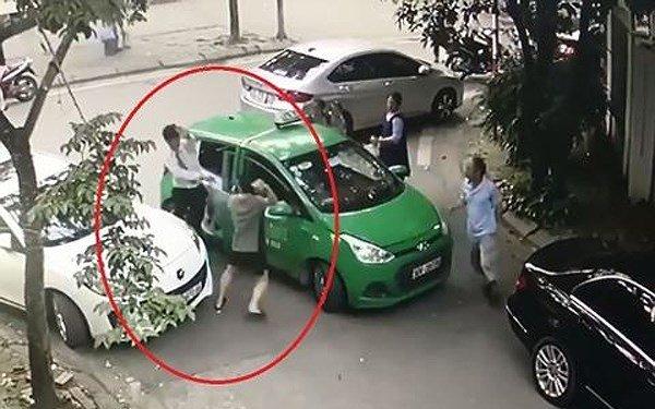 Tài xế Mercedes cầm gạch đánh tài xế taxi Mai Linh khai gì tại cơ quan công an?